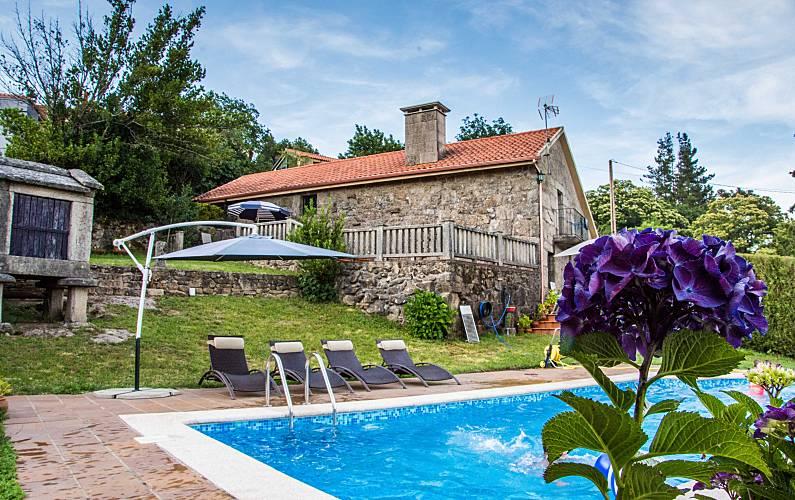 Preciosa casa de campo con piscina privada cambeses a for Casa de campo con piscina privada