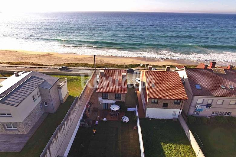 Alquiler vacaciones apartamentos y casas rurales en razo for Piscina carballo