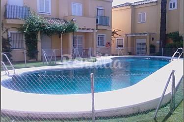 Vistahermosa chalet adosado con tres dormitorios for Piscina municipal el puerto de santa maria
