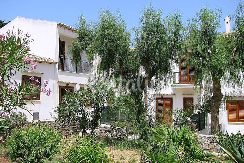 Appartamento in affitto sicilia cala rossa terrasini for Noleggio cabina julian dal proprietario