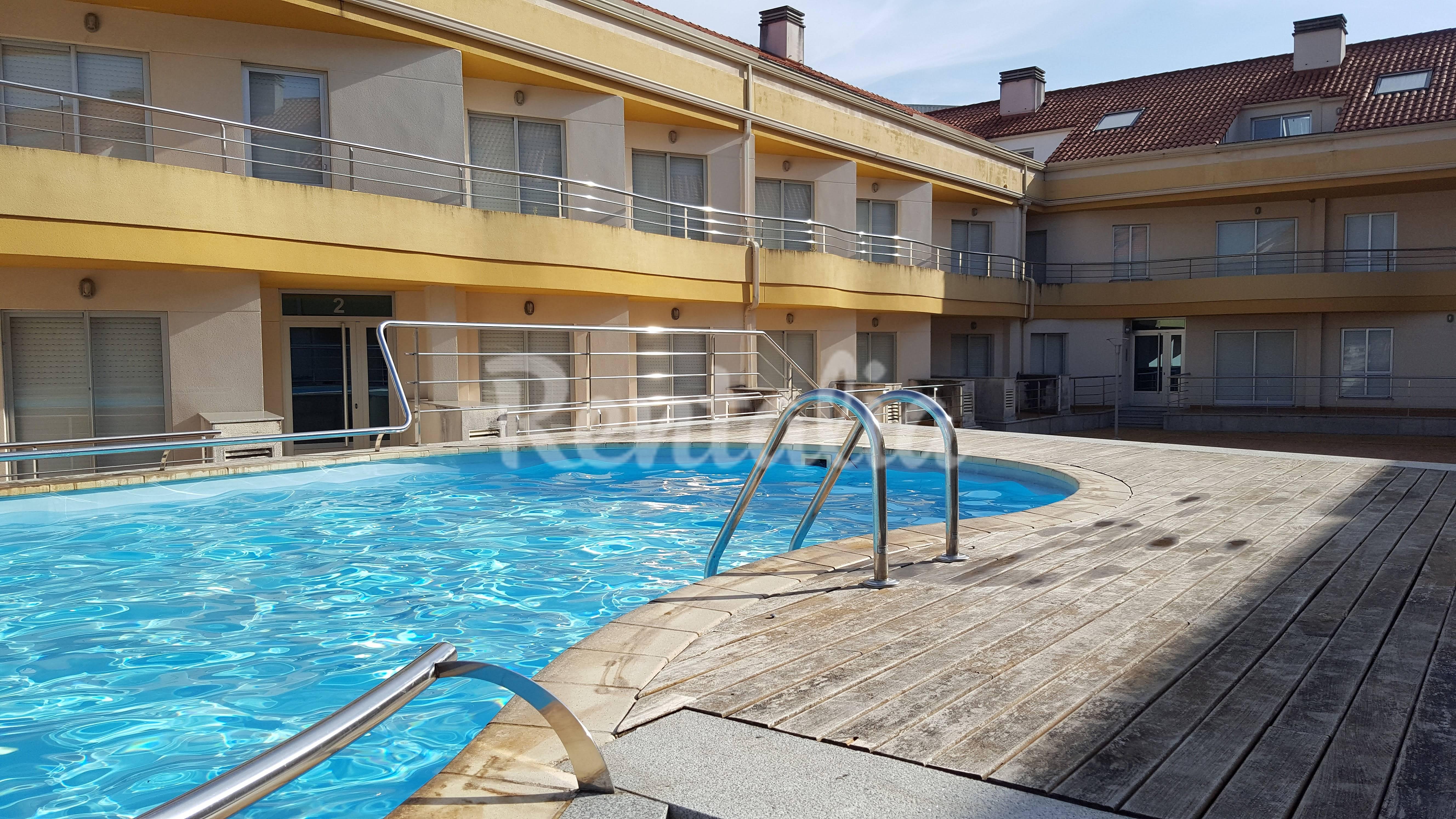 Apartamento con piscina 290 m de la playa corcubi n a - Apartamentos con piscina en galicia ...