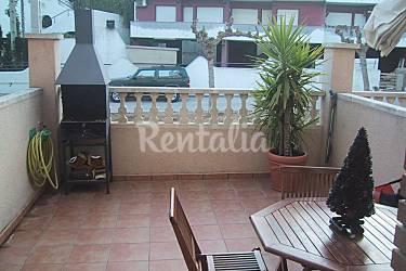 Huis met 3 slaapkamers op 250 meter van het strand barri maritim del francas el vendrell - Terras van huis ...
