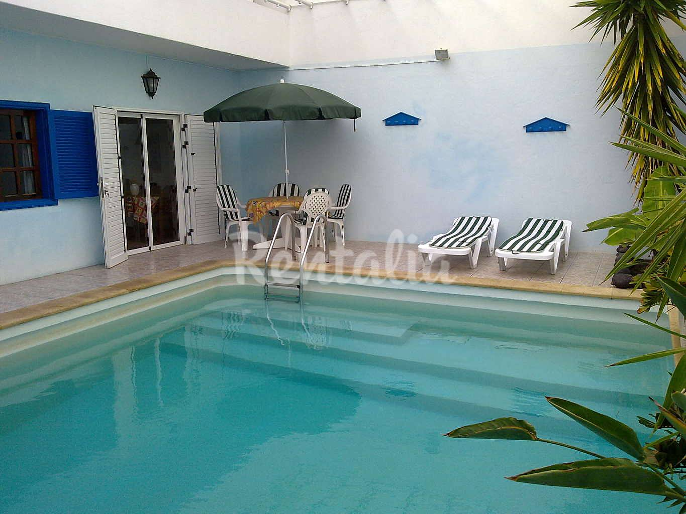 Casa con piscina privada cerca de la playa wifi famara for Villas en lanzarote con piscina privada