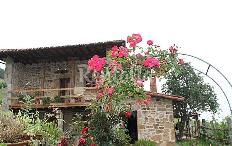 Casa para 14 25 personas en cantabria solares medio for Casa jardin cantabria