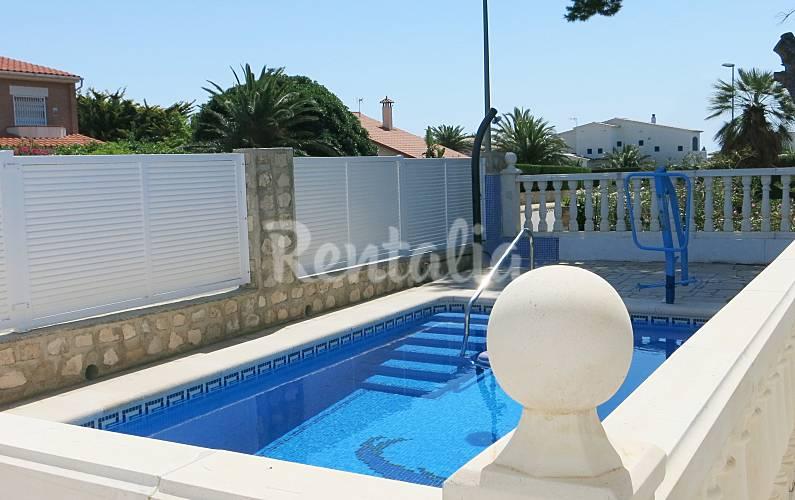 445 bonito chalet con piscina privada adaptada calafat for Alquiler chalet con piscina privada tarragona