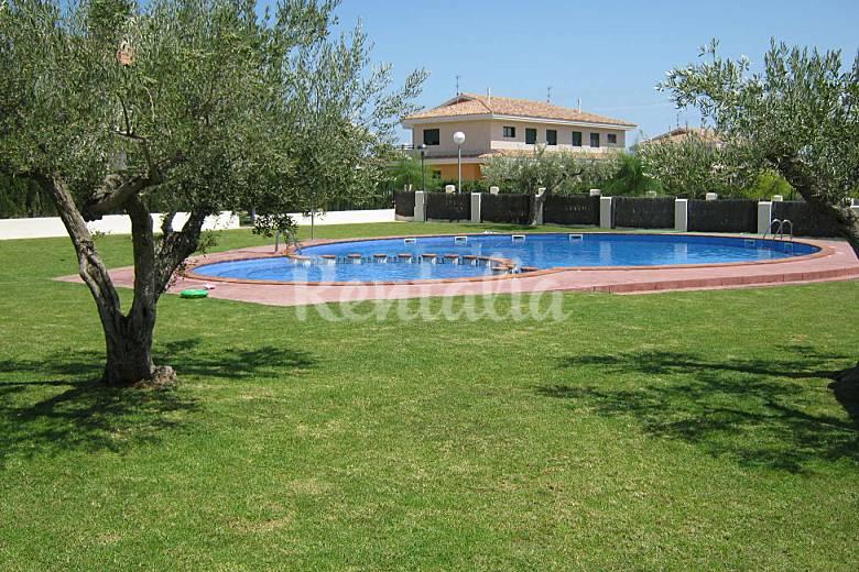 Casa en alquiler a 300 m de la playa cap roig l for Apartamentos jardin playa larga tarragona
