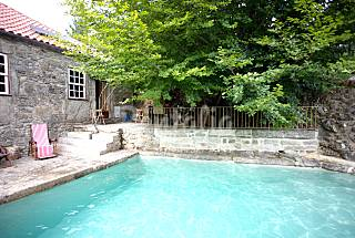 Peaceful cottage w/ swimming pool for 10 people Viana do Castelo