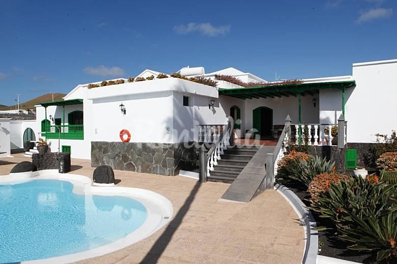 Casa rural con piscina con capacidad hasta 24 pers san for Casa rural el jardin de san bartolome