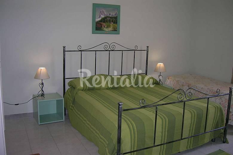 3 Apartamentos  hasta para 25 personas a 500 m de la playa Trapani