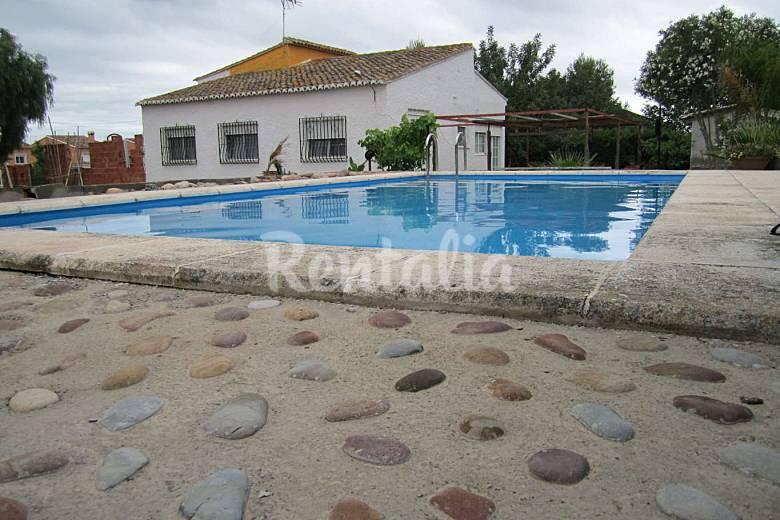 chalet independiente en alquiler con piscina maravisa i