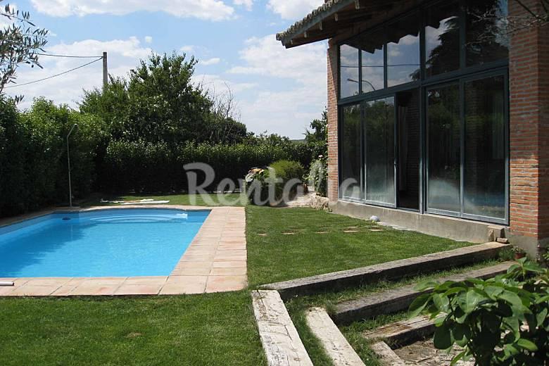 Casa con piscina cubierta humanes guadalajara for Casas con piscinas fotos