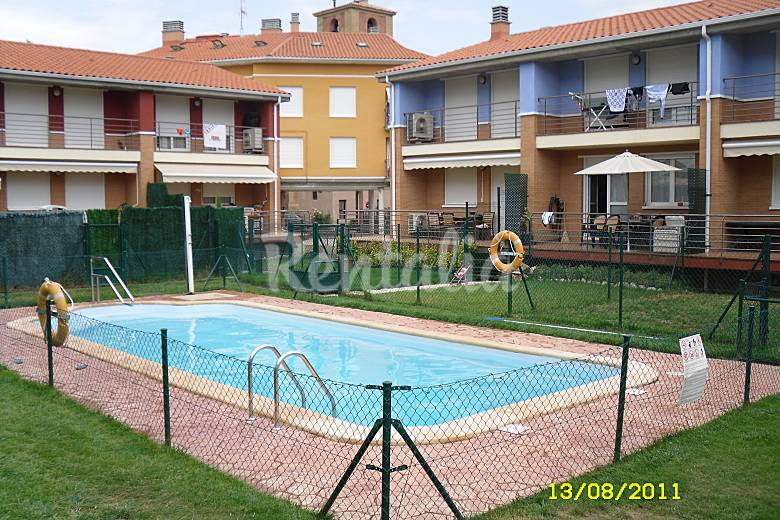 Casa en alquiler con piscina alesanco rioja la for Alquiler de casas con piscina