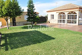 Casa con piscina cerca de la playa Cádiz