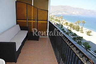 Apartment for 2-4 people on the beach front line Granada