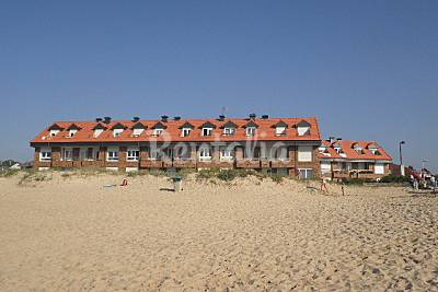 2 dormitorios. Terraza. 1ª línea de playa Cantabria