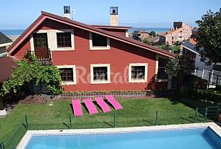 Villa  independiente piscina privada y jardin. Cantabria