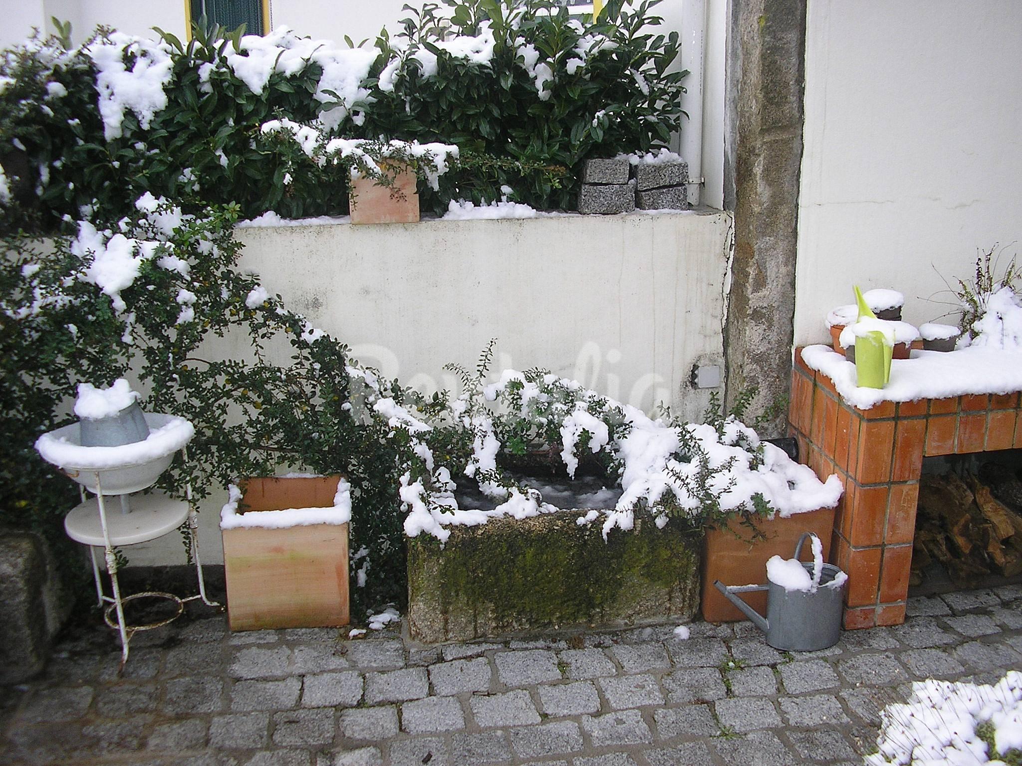 Casa en alquiler con jard n privado vela guarda guarda for Guarda herramientas para jardin