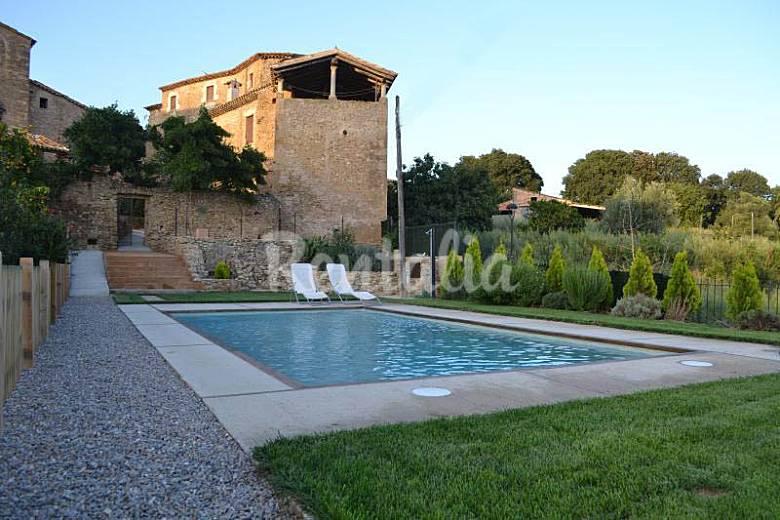 Casa se orial con gran jardin y piscina privada sant for Piscina jardin girona