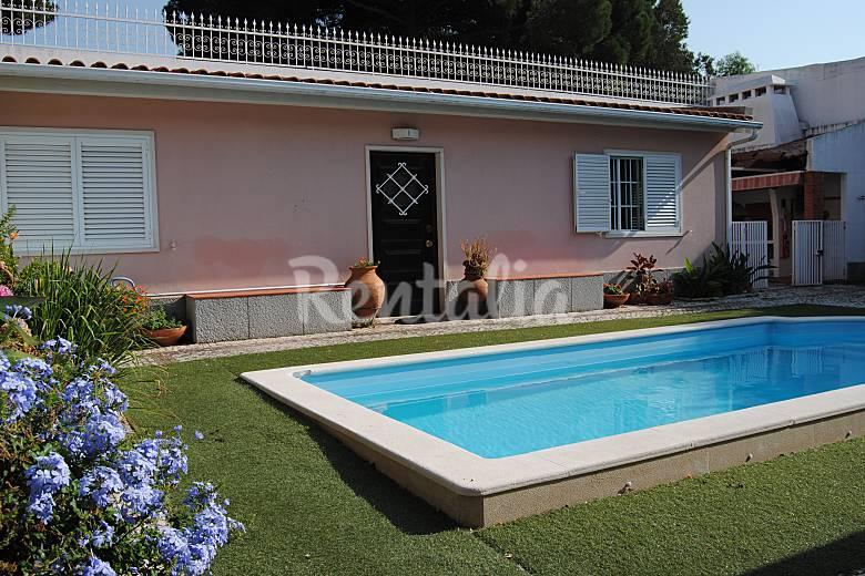 Villa avec piscine et jardin dans le centre de lis s o for Jardin 200m2 avec piscine