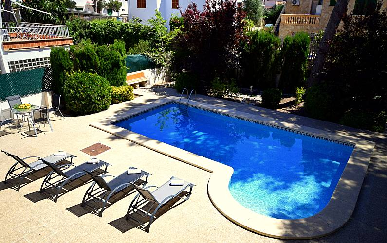Muy tranquila piscina wifi junto a port adriano el for Piscinas toro
