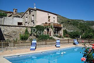 House and dúplex for 11-13 people with swimming pool Lerida