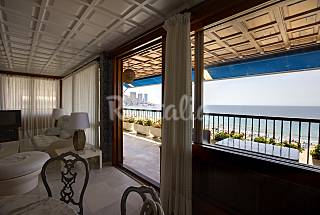 Apartment with 4 bedrooms on the beach front line Alicante