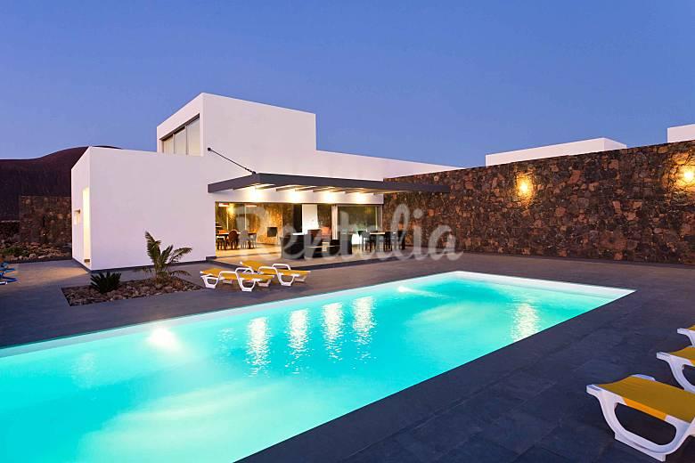 Villa lujo 12 personas piscina climatizada wifi lajares for Villas con piscina privada en fuerteventura