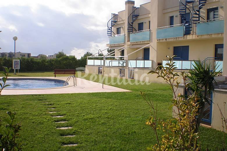 Adosado con piscina y jardin 7 9 pers cerca playa l for Apartamentos jardin playa larga tarragona