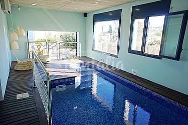 Casa con piscina interior con vistas al mar cap de vol for Piscina la selva