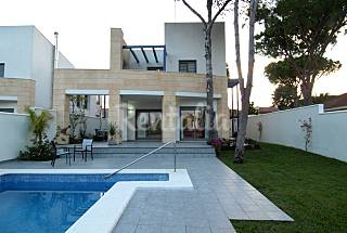 Villa with 5 bedrooms only 800 meters from the beach Cádiz