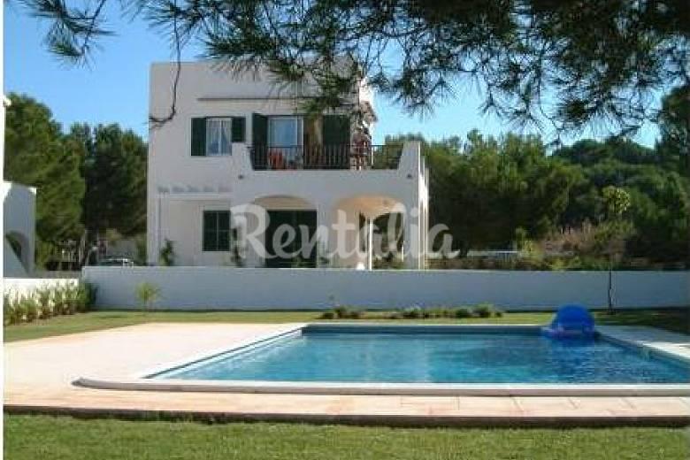 Precioso chalet con jardin y piscina a 250m playa arenal for Alquiler pisos menorca