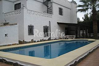 Villa with 4 bedrooms only 900 meters from the beach Alicante