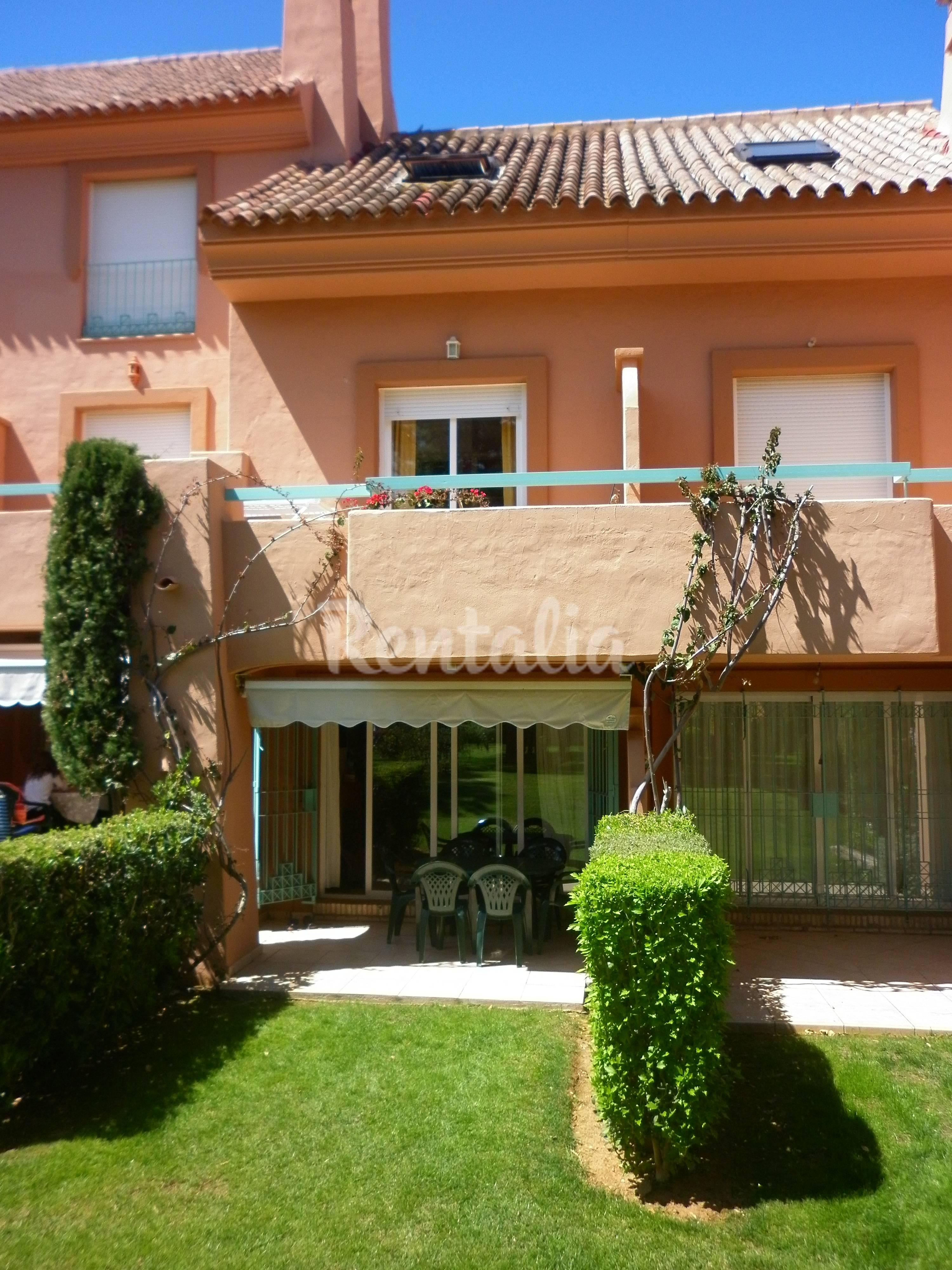 Casa en alquiler a 800 m de la playa islantilla lepe - Rentalia islantilla ...