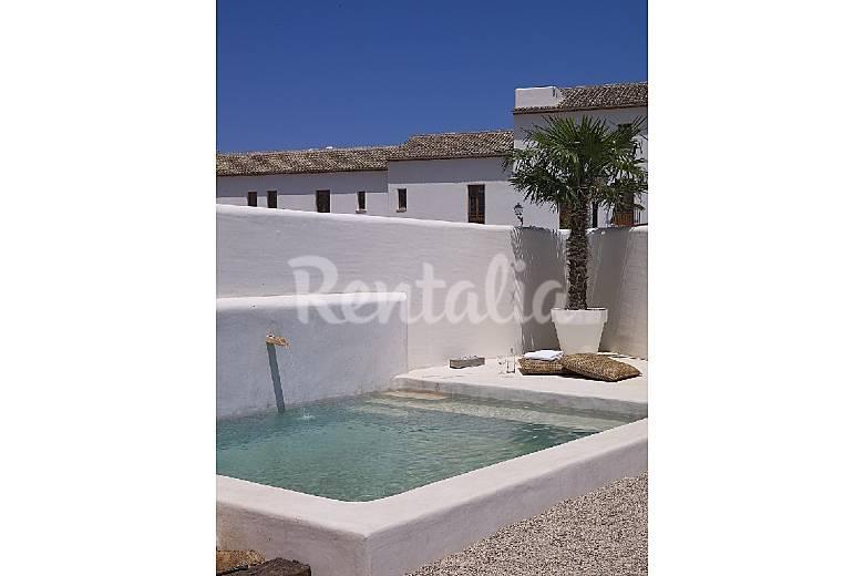 Casa tipo ibicenca con piscina cerca de la playa la xara for Tipos de piscinas para casas