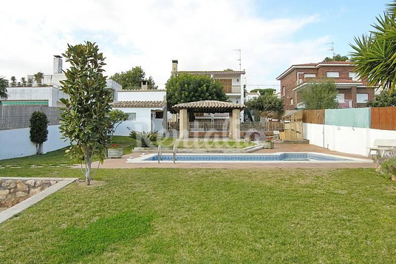 Chalet con piscina privada zona roda de bar ensanche for Alquiler chalet con piscina privada tarragona