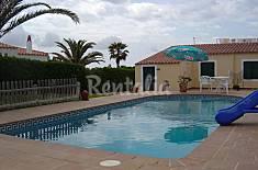 chalet con barbacoa junto piscina entorno familiar Menorca
