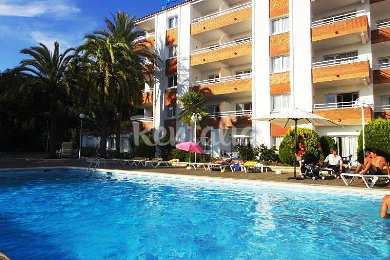 Bonitos apartamentos con piscina y bonitas vistas for Apartamentos sencillos y bonitos