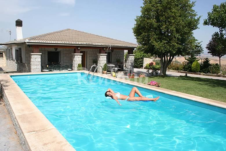 Villa para 10 14 pers con piscina y gran jacuzzi for Casas rurales con piscina en castilla la mancha
