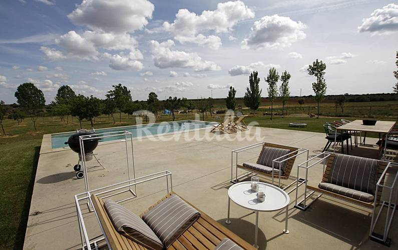 Villa para 4 7 pers con piscina en un vi edo san pedro for Piscina zamora
