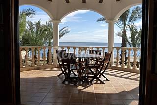 Chalet primera linea de playa, 7 dormitorios Almería