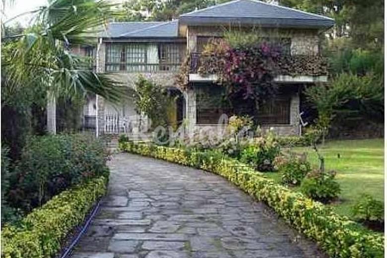 Gran casa entre pinos laureles eucaliptos y mar san for Pinos para jardin