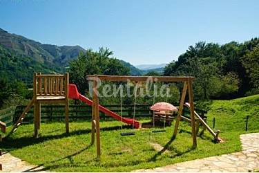 4 Jardín Asturias Cangas de Onís Casa en entorno rural