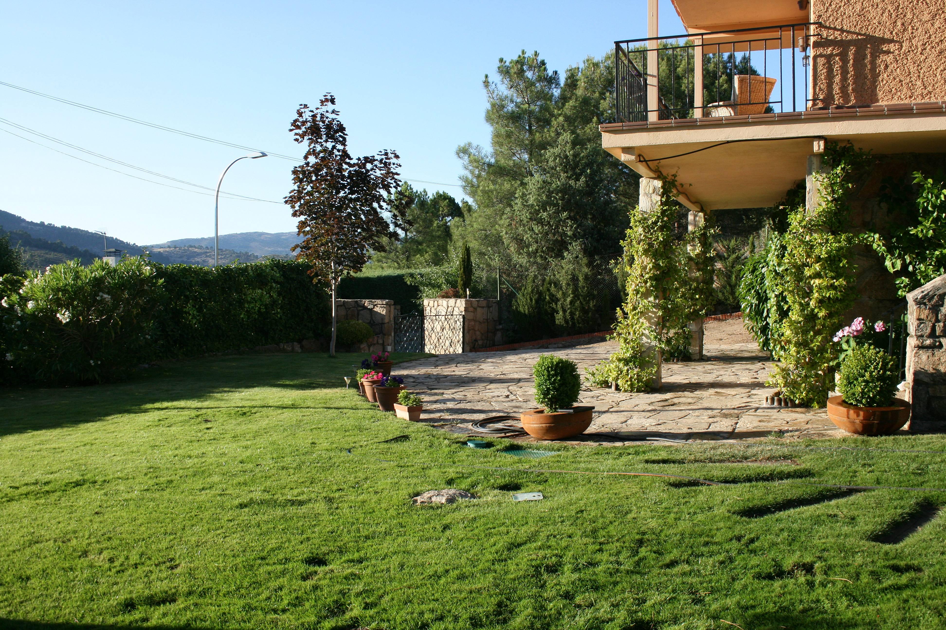 Villa de 4 habitaciones con jard n privado robledo de for Villa jardin lanus oeste