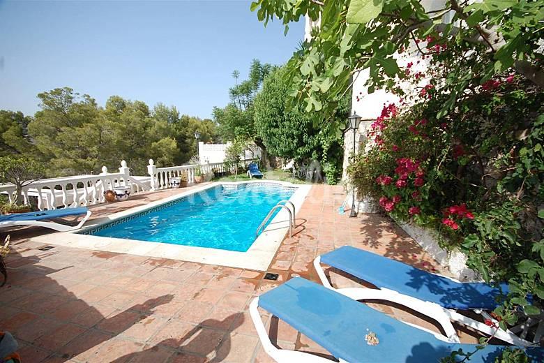 Villa de lujo con piscina capacidad 15 personas la for Urbanizacion jardin de la reina granada