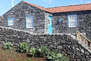 House for rent only 50 meters from the beach Pico Island