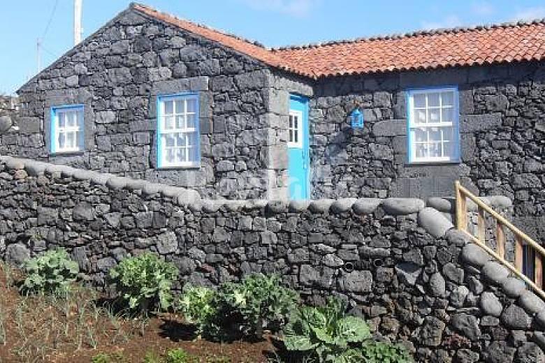 Casa en alquiler a 50 m de la playa piedade lajes do pico pico islas azores - Alquiler de casas en portugal ...