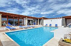 Enjoy -5  bedrooms / Wifi 1500 m. from the beach Lanzarote