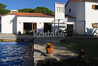 House for 10-15 people only 1500 meters from the beach Lisbon