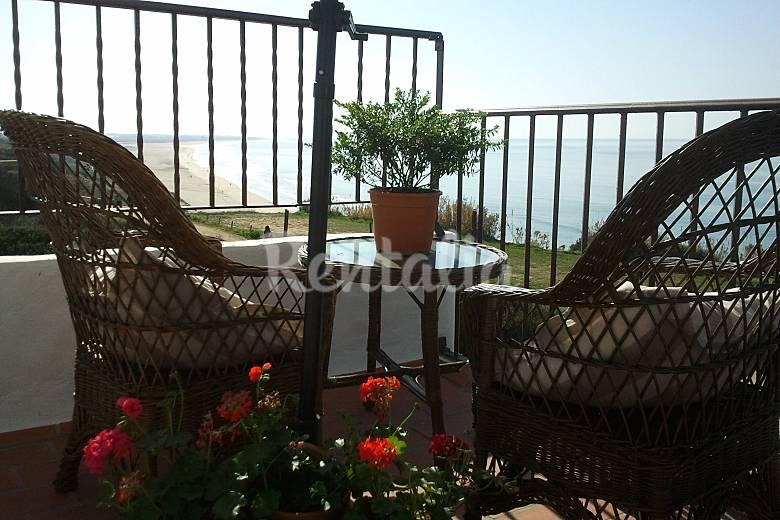 2 apartamentos junto al mar accesos playa 50 m conil for Hoteles junto al mar