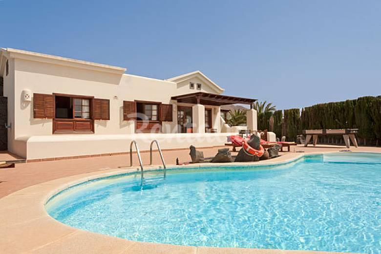 villa con piscina privada de 2 dormitorios playa blanca